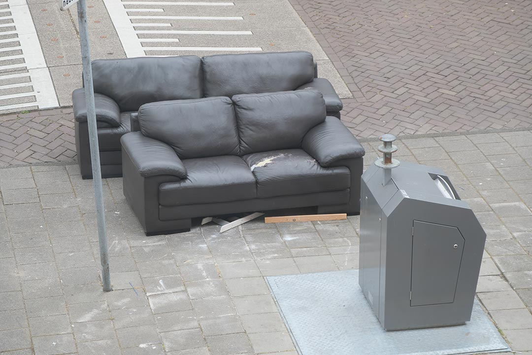 Bin with black leather lounges
